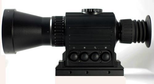 多功能熱成像夜視儀既可瞄準,也可用於手持觀察,搜索目標 2