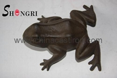 cast iron statue-frog