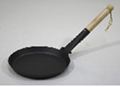 Iron fry pan with long handle
