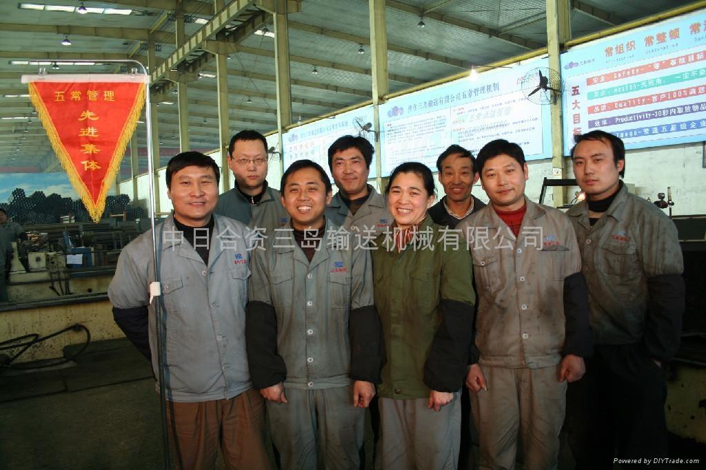 图为优秀班组—电焊组全体成员
