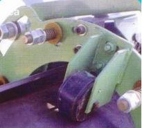 防止胶带侧滚装置