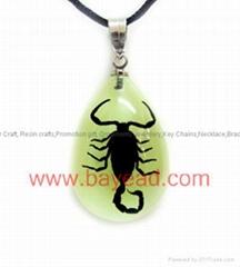 夜光昆虫琥珀项链 流行饰品 高档项链