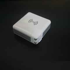 Qi无线充电宝带充电插头 多功能移动电源带充电器qi无线充