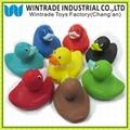 浮水玩具鸭子