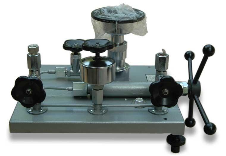 YS-60活塞式壓力計 1