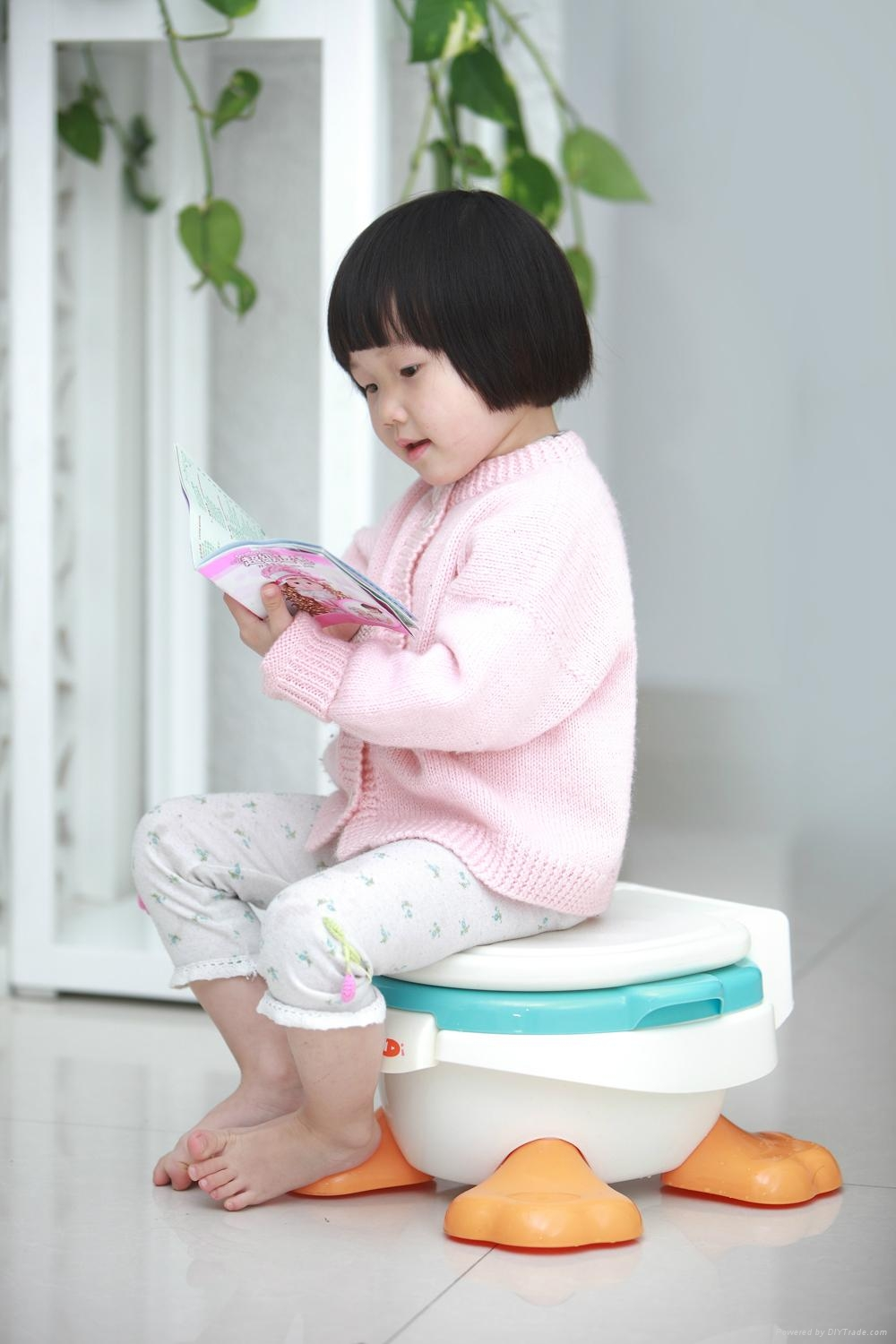 2015 hot selling cute duck baby potty seat training plastic baby