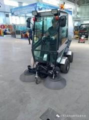 多功能駕駛式掃地車