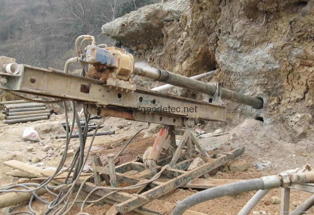 Portable drilling rig is used for slope drilling