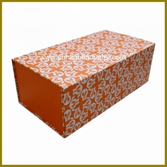folding paper box with magnet closure