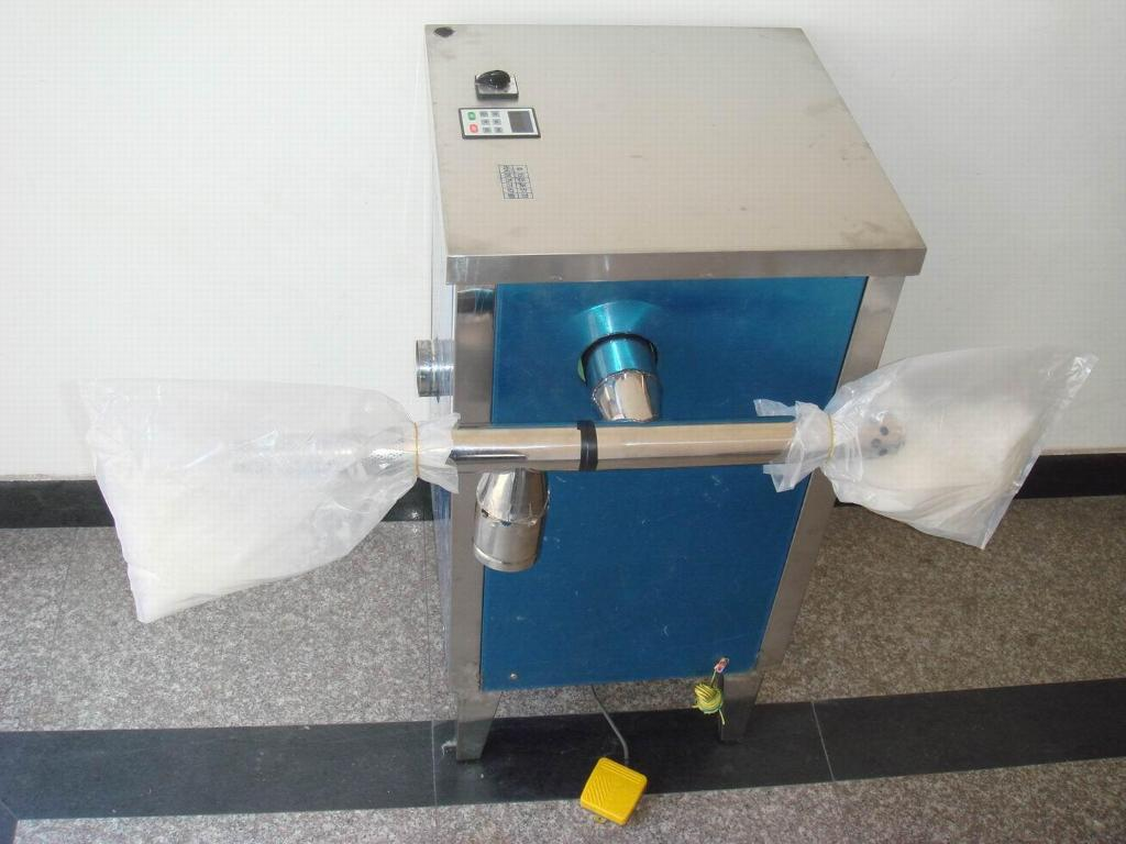 A machine to suck the feather out of the clothes 1