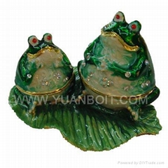 Sell Frog family trinket box