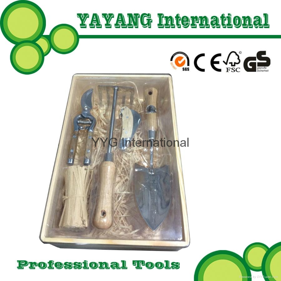 Professional stainless steel garden tools set with wooden for Industrial garden tools