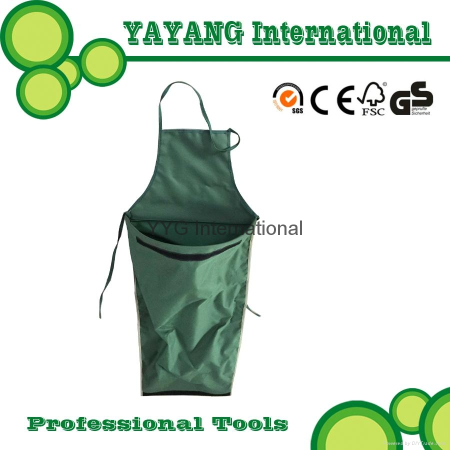 Garden Apron With Pouch for harvesting 1