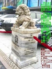 手工雕刻石狮子