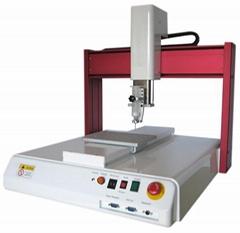 XYZ三轴自动点胶机适用于自动化点胶生产,经由设定的路径,