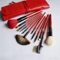 Manufactor Professional fashion red style makeup brush Brush with wooden handle