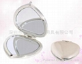 XINYANMEI Cosmetic Plastic Heart Shaped Cosmetic Mirror  Can OEM/ODM