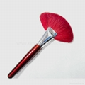Manufactury Supply professional fan shaped makeup brush Can OEM/ODM 2