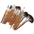 Manufacturer OEM/ODM rear end 22 wooden handle professional cosmetic brush