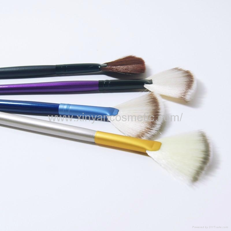 Manufacturer supply Wooden handle Imported synthetic fiber wool Powder brush 1