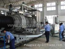 Corrugated plastic pipe machine