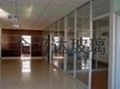 Guangzhou office toughened glass is cut