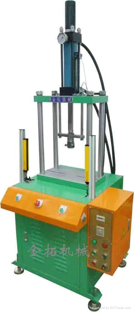 小型四柱油壓機 1