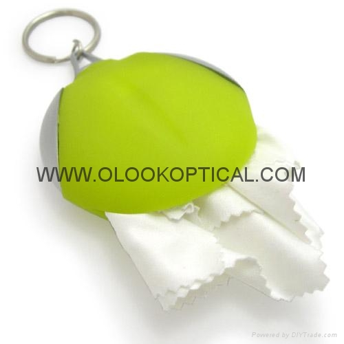 Micrefibre cleaning cloths with keychain 2