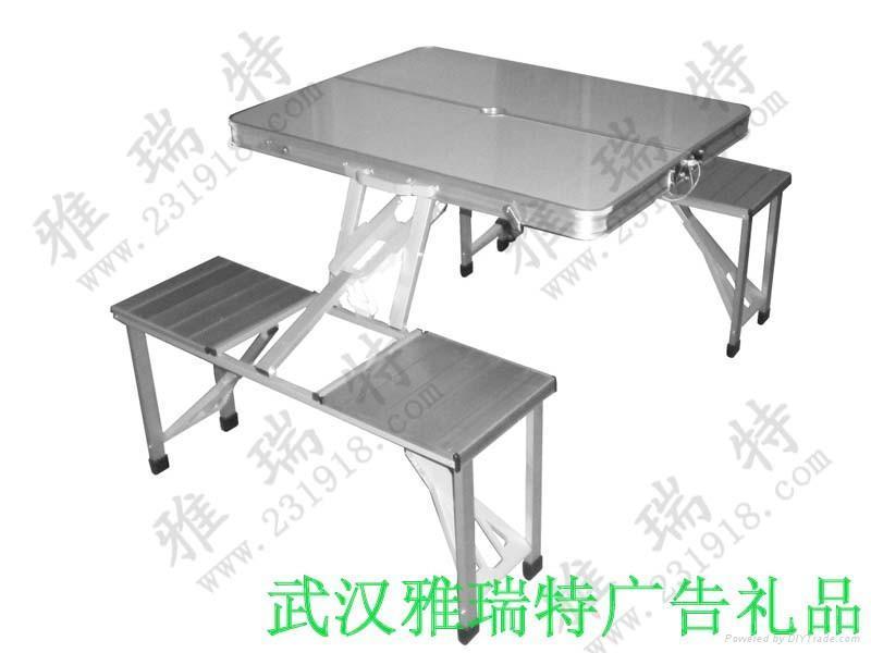 連體折疊桌椅 1