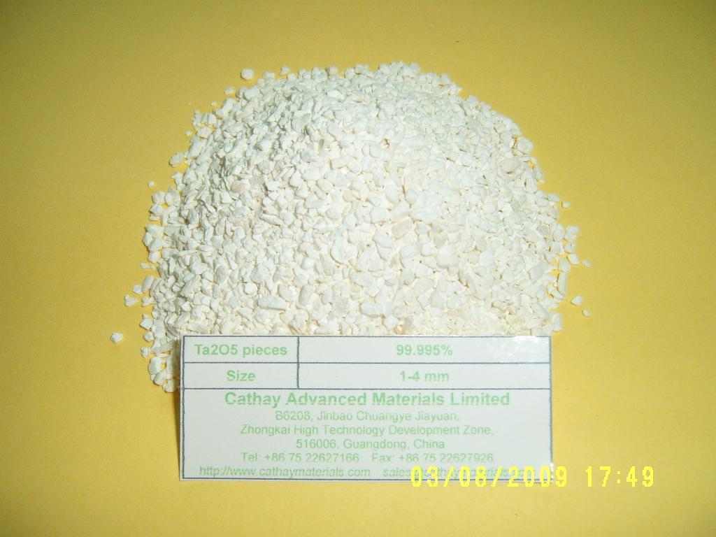 White Ta2O5 granules