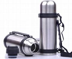Vacuum travel bottle