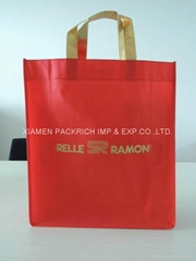 2014 promotional red non woven gift bag with gold handle