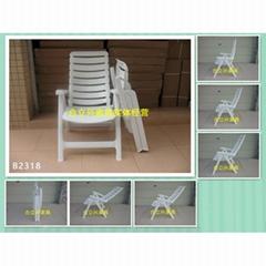 白色塑料折疊椅