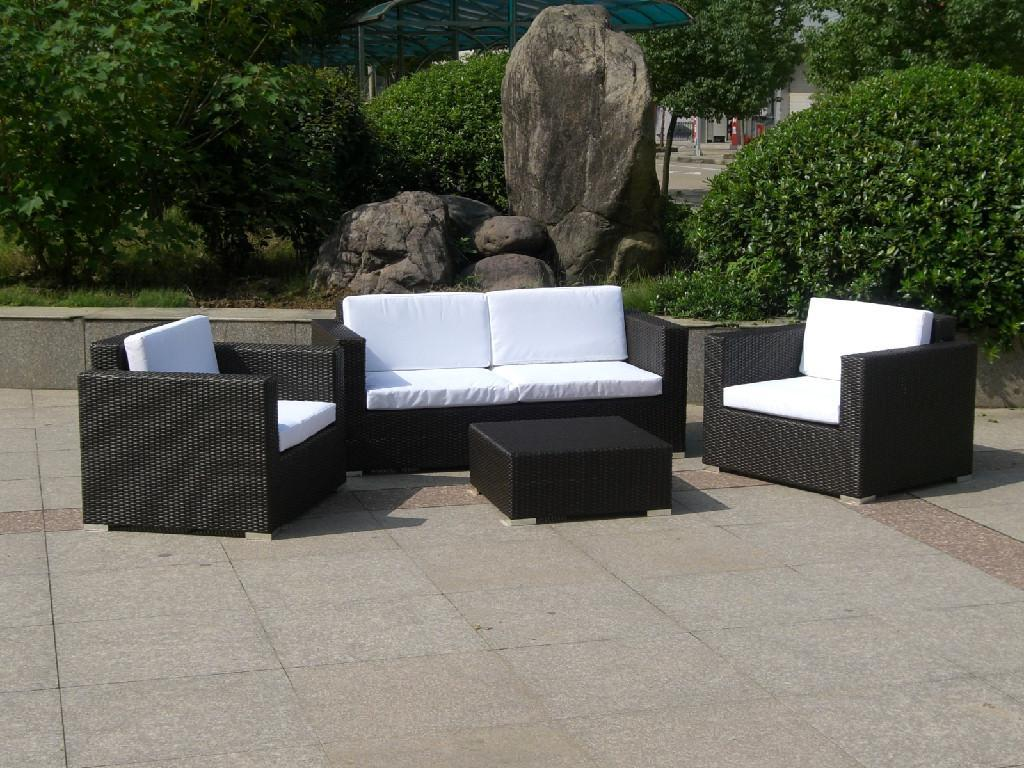 Hot selling small group wicker sofa furniture e005 for Small wicker patio sets
