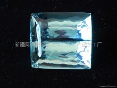 供应新疆方形海蓝裸石(  )