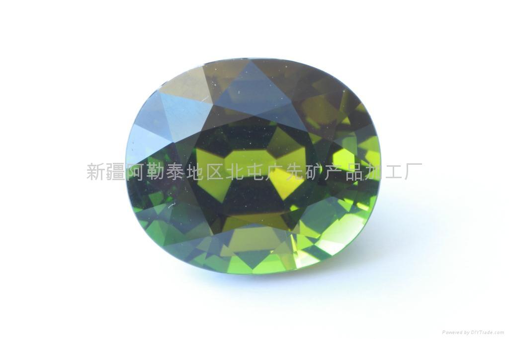 (  )新疆绿色旦形碧玺裸石 1