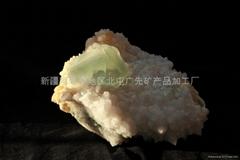 (   )石英萤石