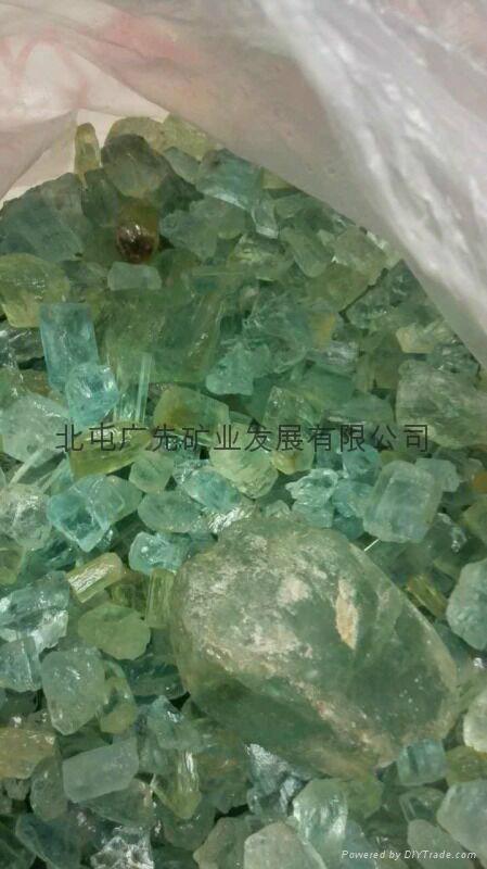 新疆阿勒泰产绿柱石 1