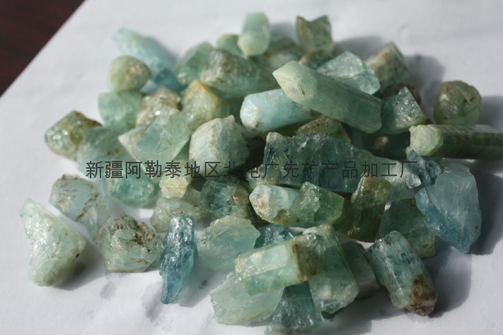 新疆原產綠柱石原料 1