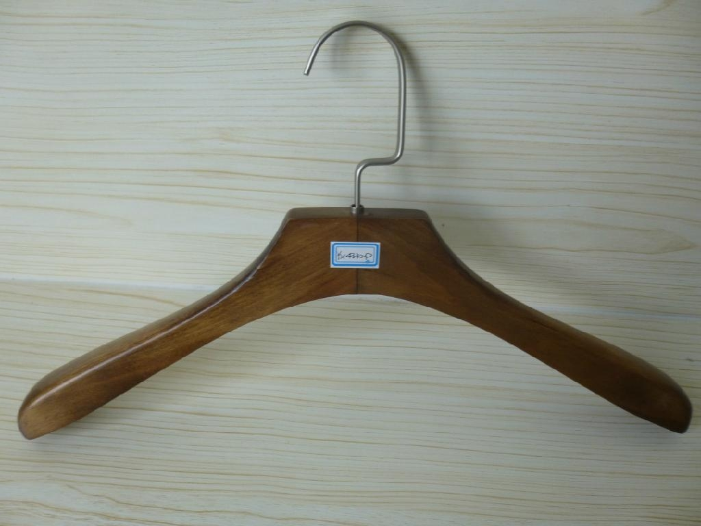 [ZRICH] Lotus wood luxury suit hanger coat hangers with wood bar made in Guangxi  1