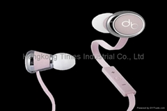 Monster diddy beats by dre earphones in pink