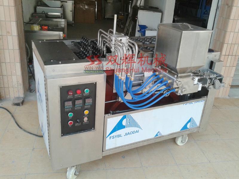 DJ-100  Automatic filling layer cake machine(video) 4