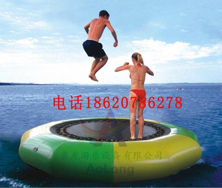 Inflatable water trampoline  4