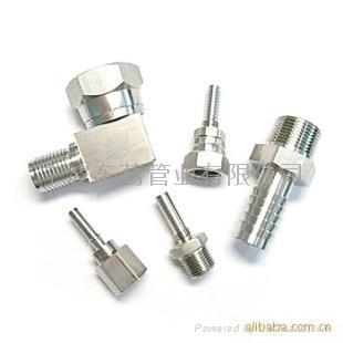 供應各種連接型式的軟管接頭 1