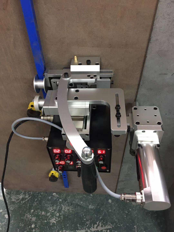 3D柔性轨道摆动式焊接小车 1