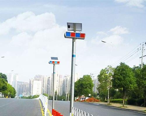 Solar LED flashing strobe traffic light  1