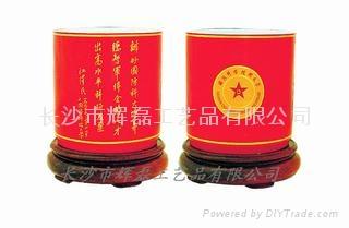 中国红瓷国粹旋转笔筒 2