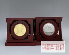 纯银镶金纪念章