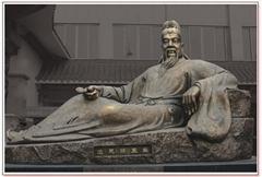 名医雕像张仲景