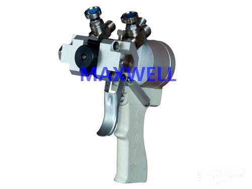 Polyurea spraying machine and polyurea pump 2